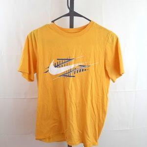 The Nike Tee Athletic cut size xl short sleeve